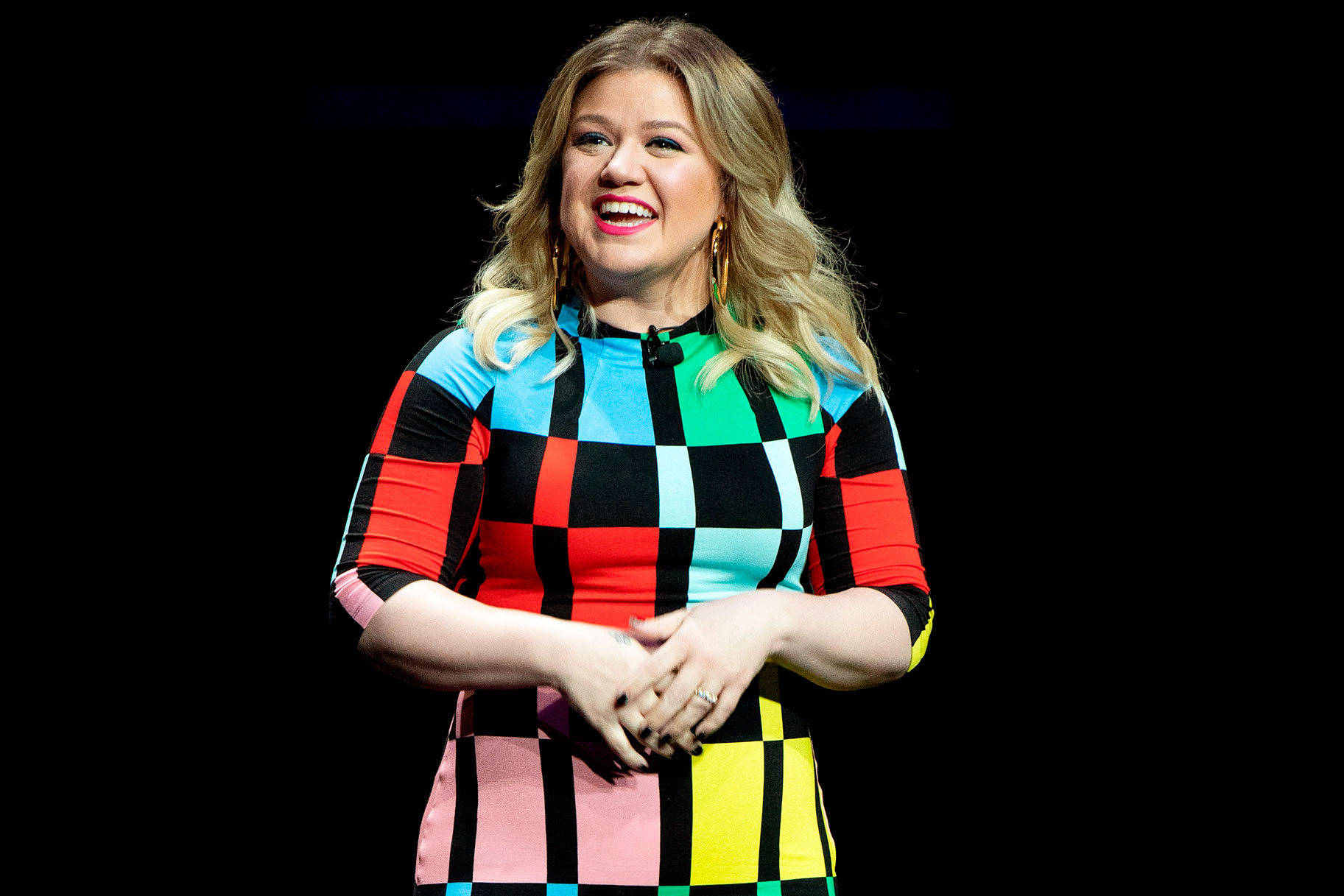 Kelly Clarkson not lying to kids about Easter Bunny