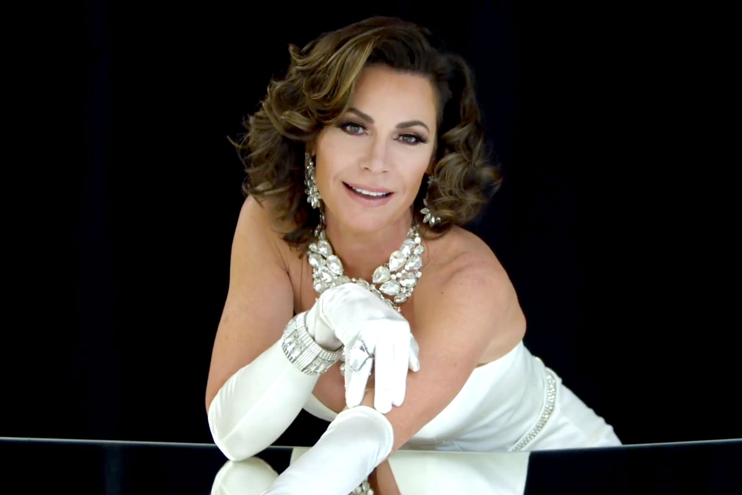 luann-delesseps-feelin-jovani music video