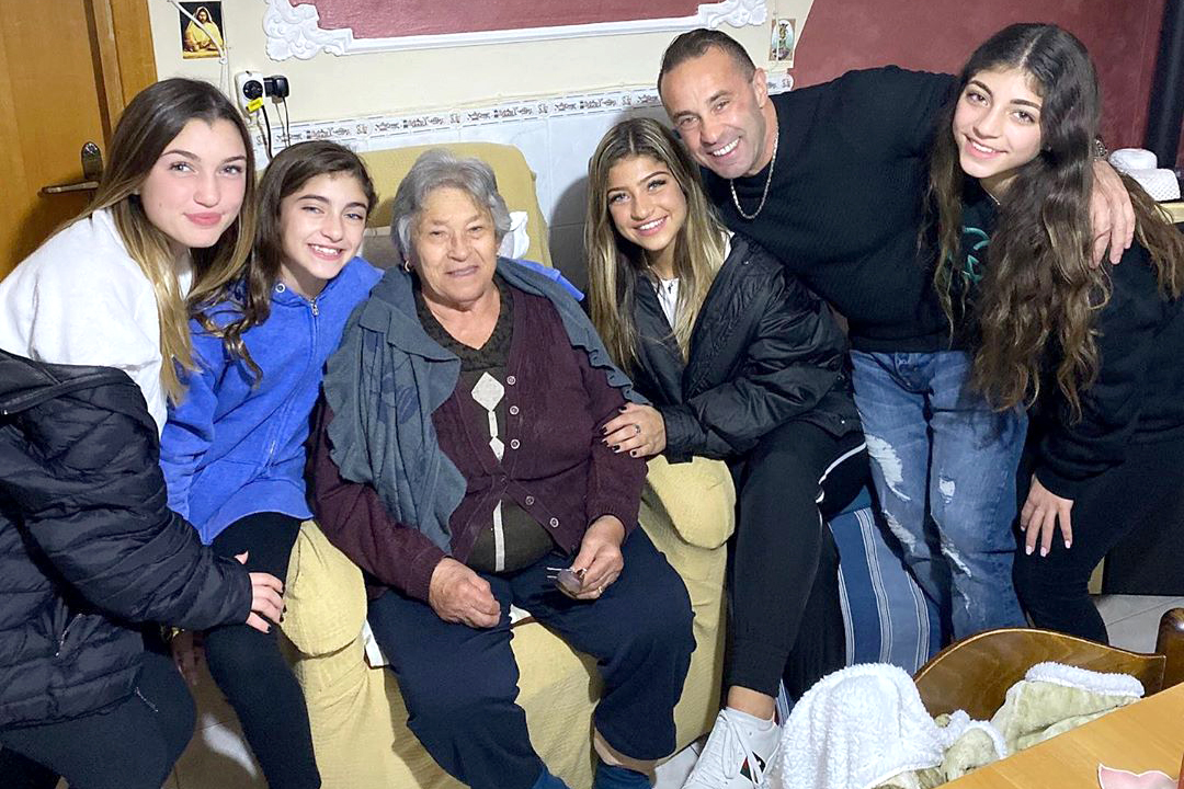Joe Giudice Daughters Grandmother Reunion