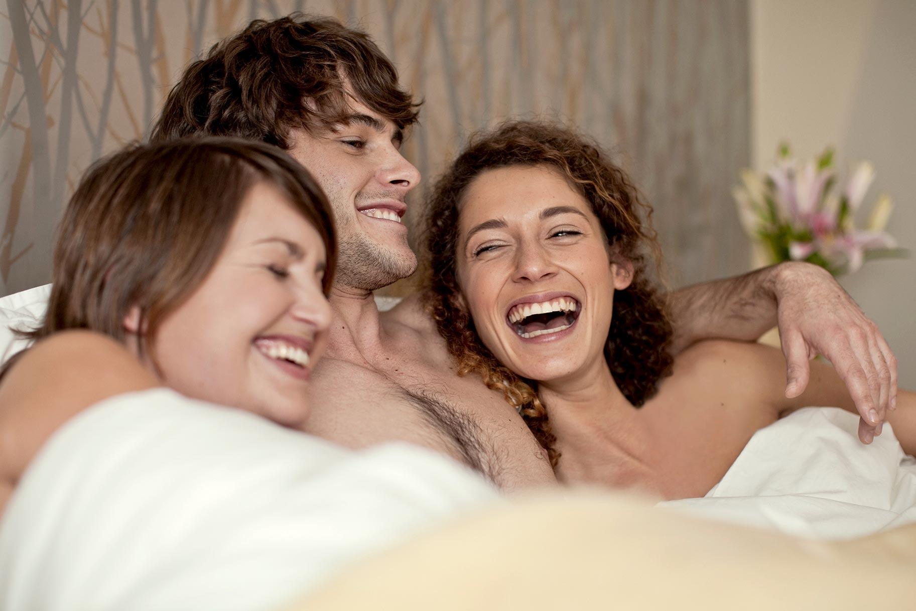 Секс в троем худые видео — photo 8