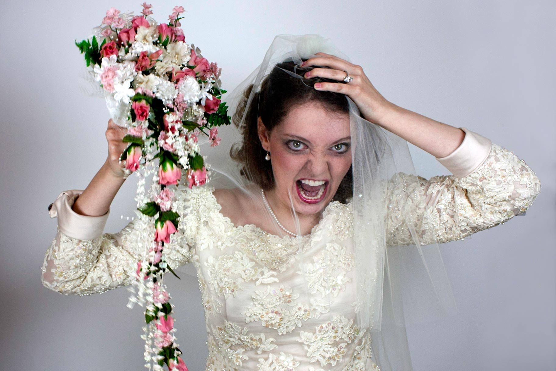 Bridezilla Goes Over Wedding Budget Demands Bridesmaids Pay For Gown: Ugly Wedding Dress Cake At Reisefeber.org