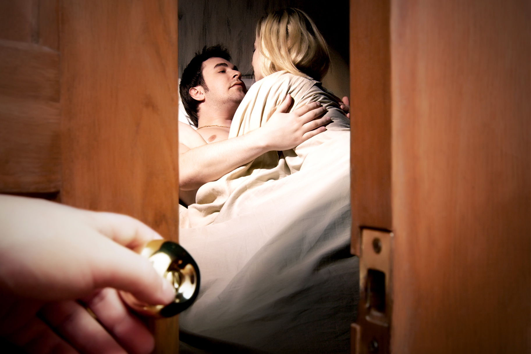 Why Having An Affair and Cheating Are Two Very Different
