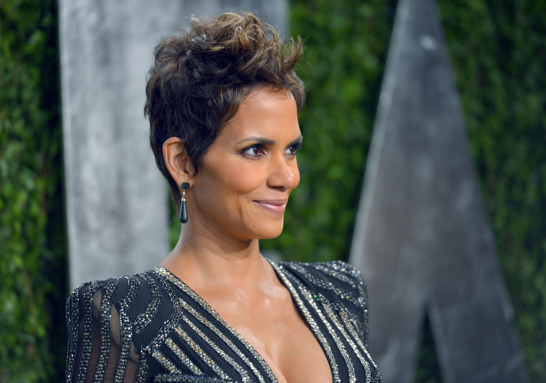 Halle Berry S New Hairstyle See Photos Style Living