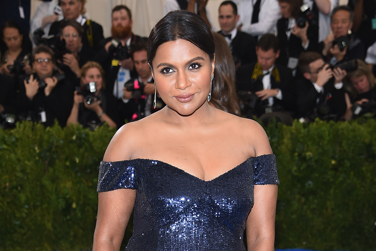 Met Gala 2017 Mindy Kaling And Karly Kloss Arrive By Subway And Cab The Daily Dish