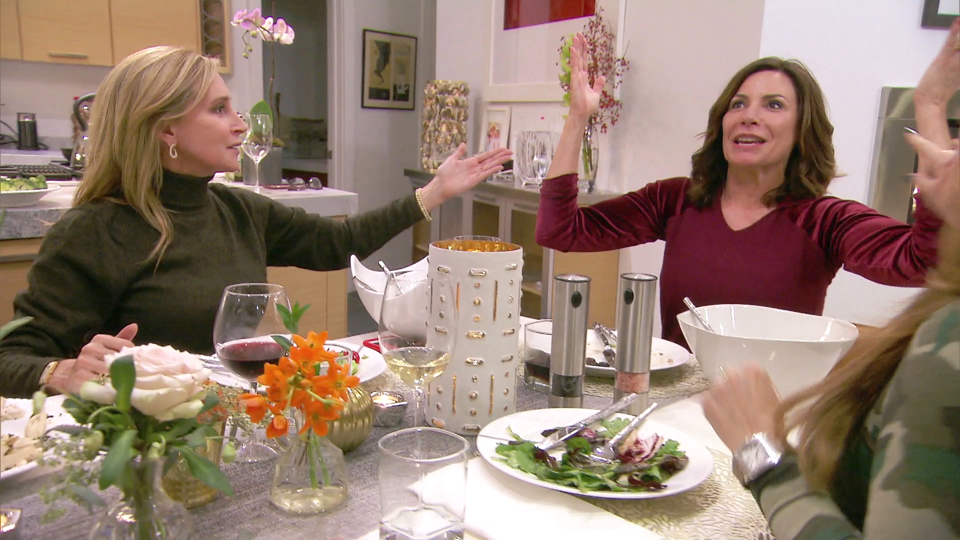 Sonja Morgan Informs Luann de Lesseps the Other Ladies Are Angry