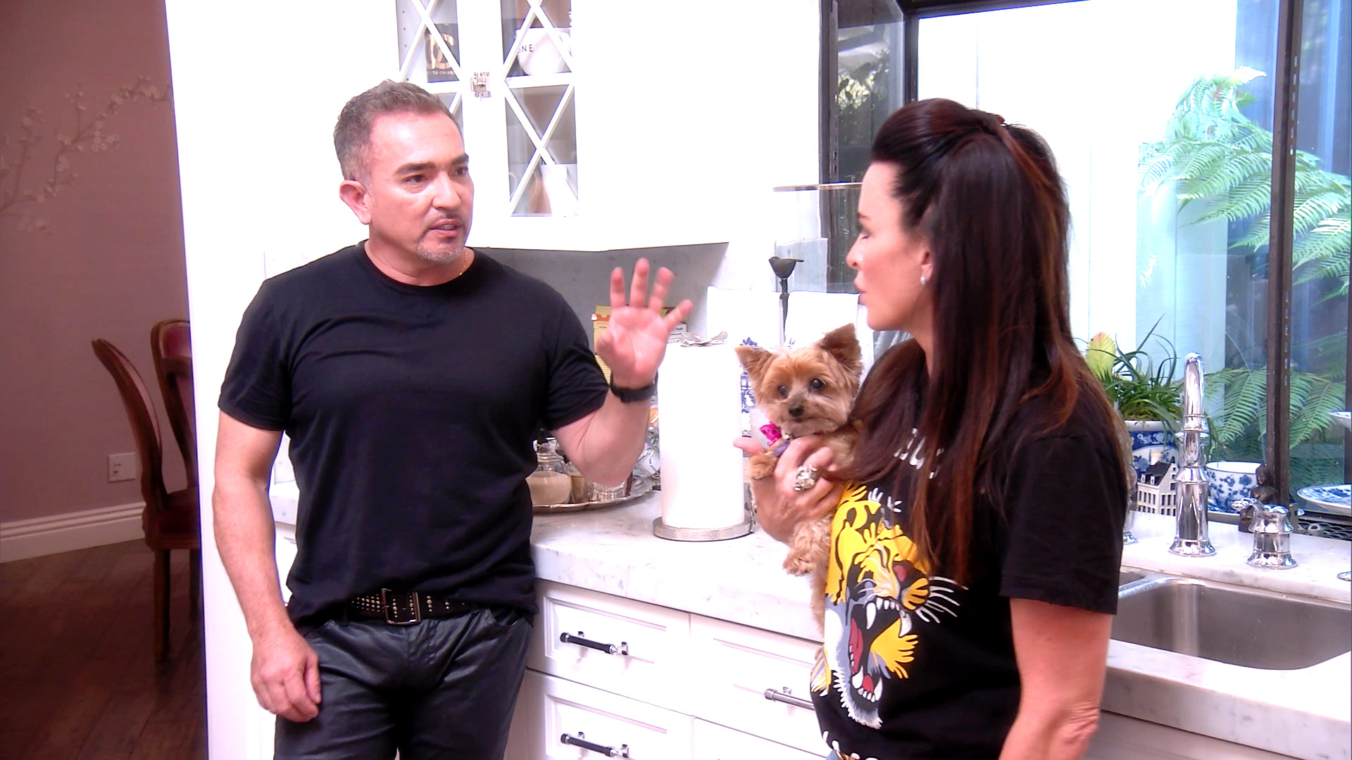 Unseen Moment: Cesar Millan Pays Kyle's Dogs a Visit