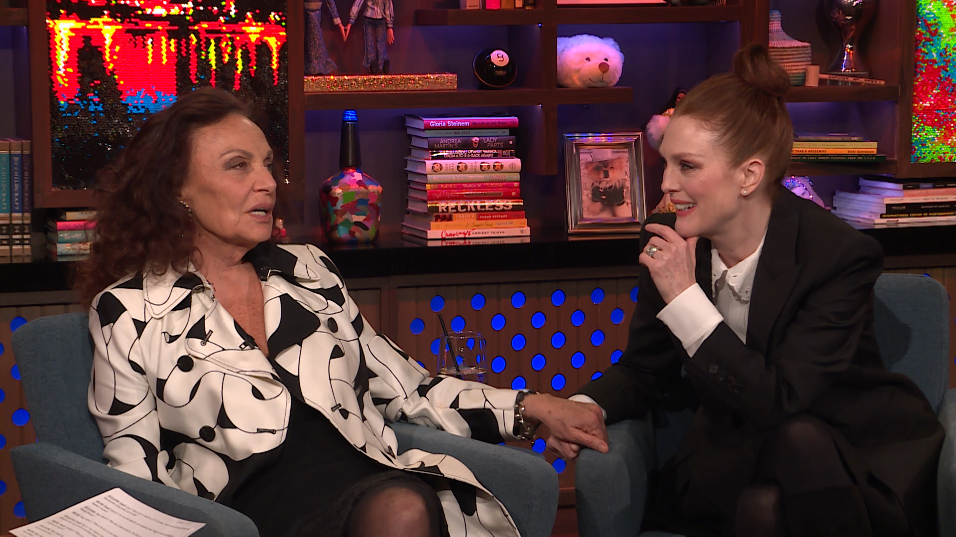 After Show: Julianne Moore Rates her Famous Kisses