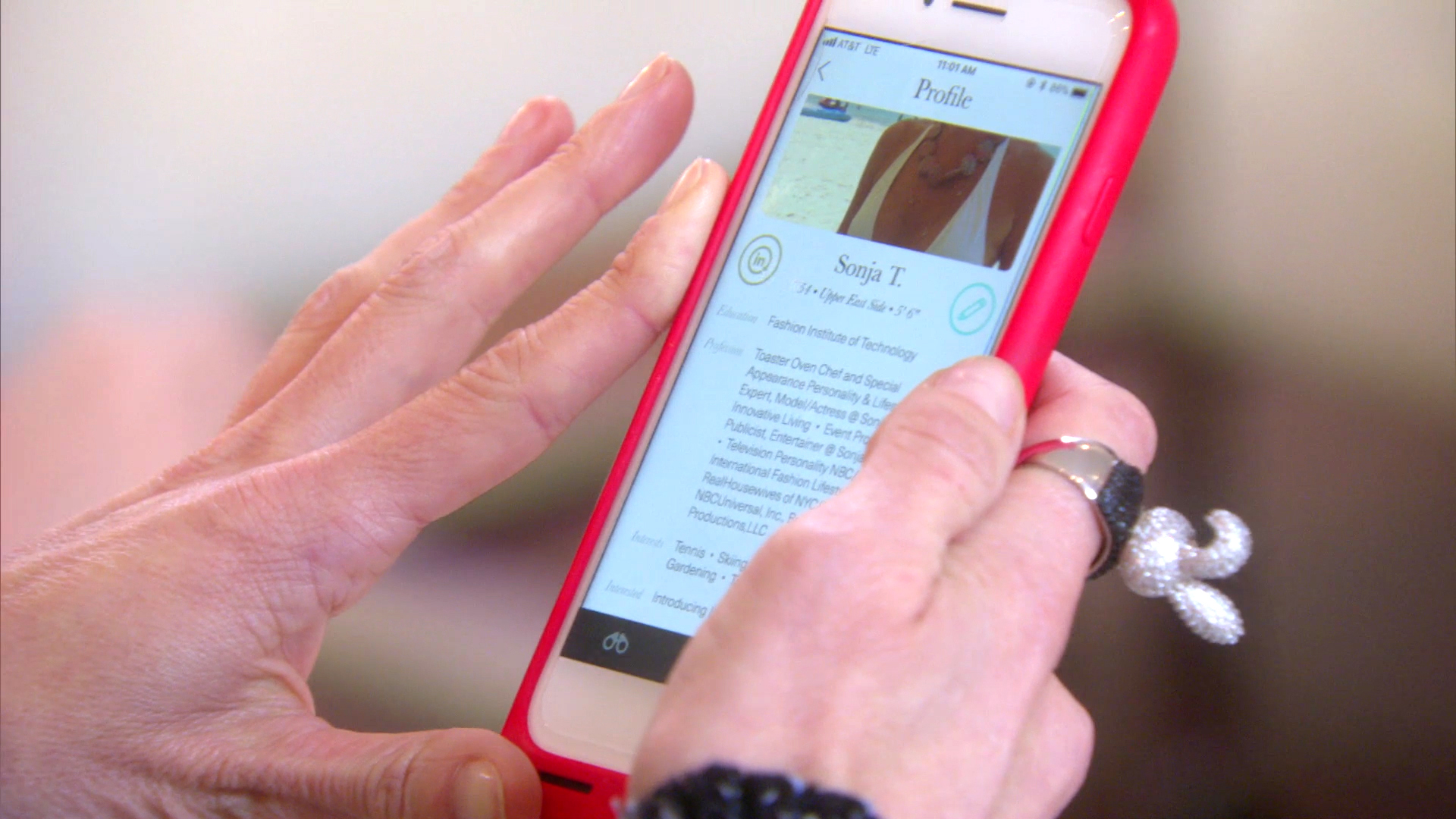 Bethenny Frankel Helps Sonja Morgan with Her Dating Profile