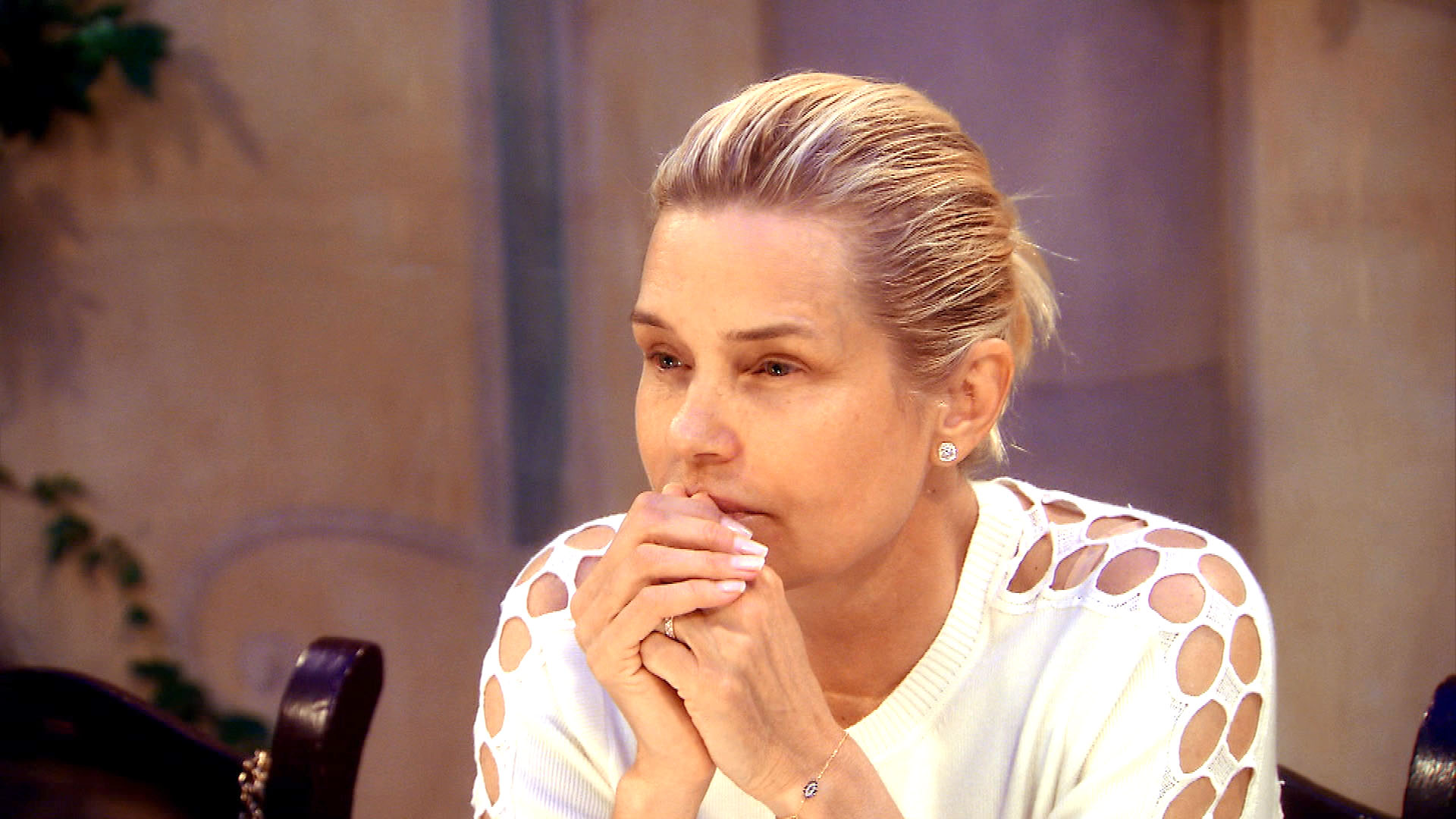 Yolanda Foster Goes Out Makeup-Free