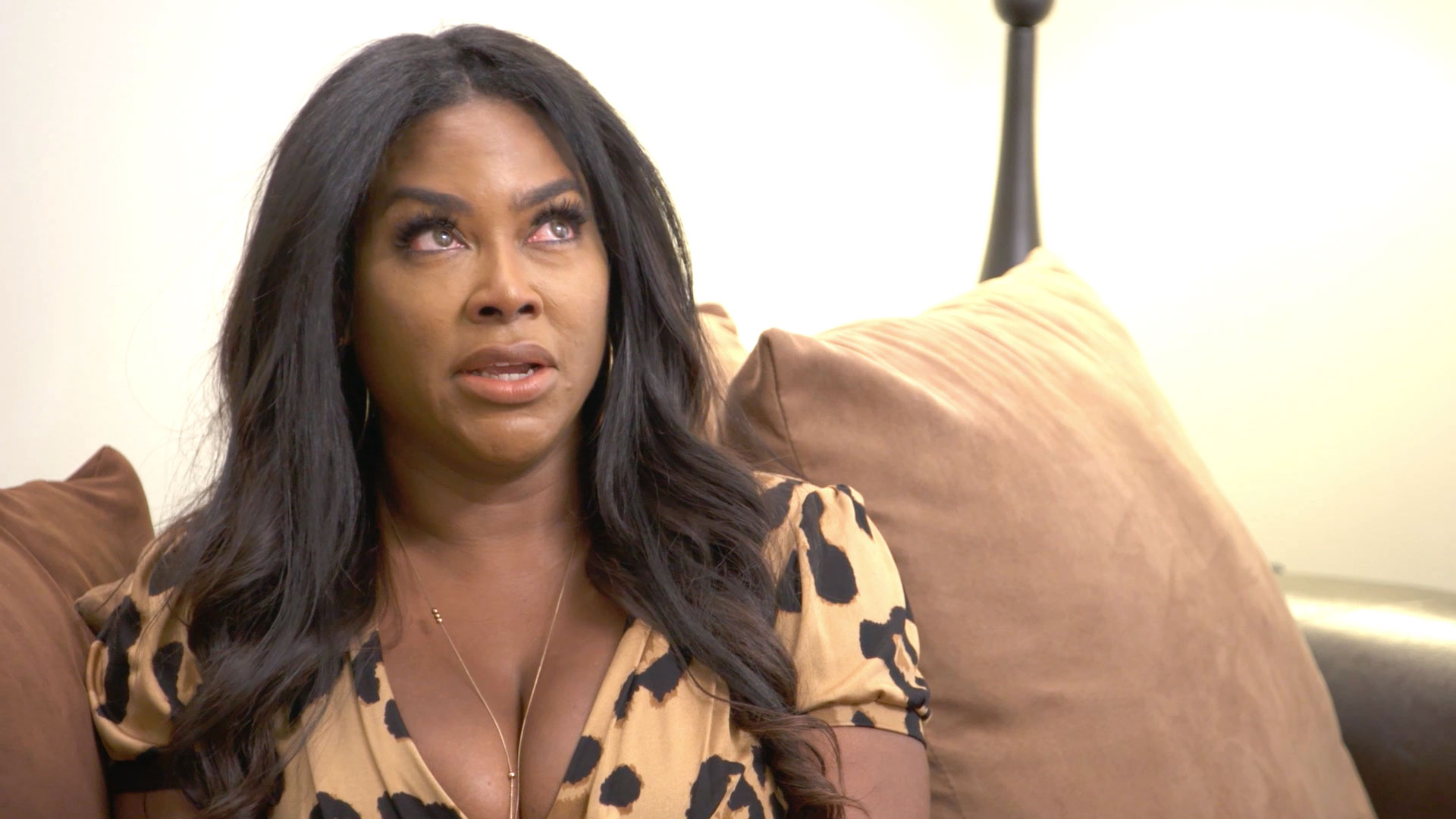 Kenya Moore Breaks Down in Therapy
