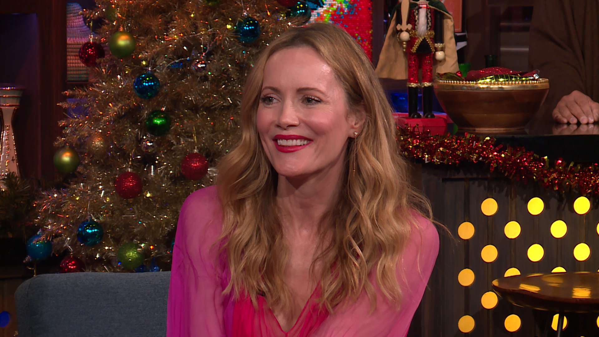 Leslie Mann on Judd Apatow Bossing Her Around