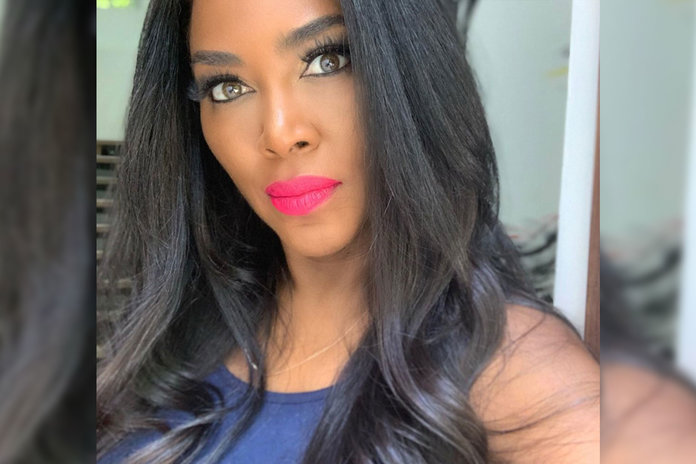 Kenya Moore S Natural Hair Is 24 Inches Long Without Relaxer Style Living