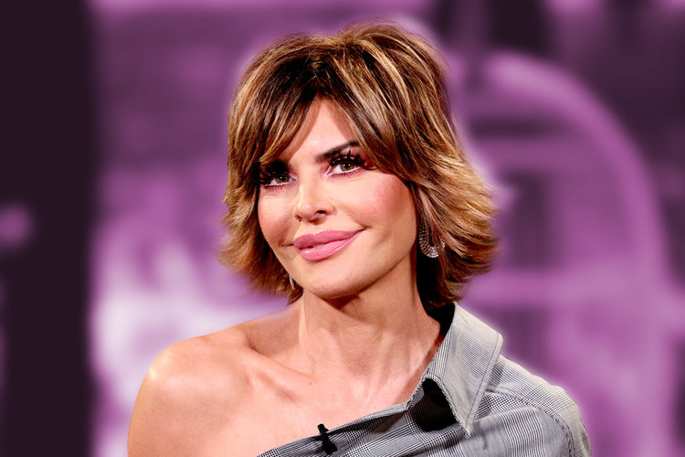 "Lisa Rinna Wears ""Icon"" Hair Clip"