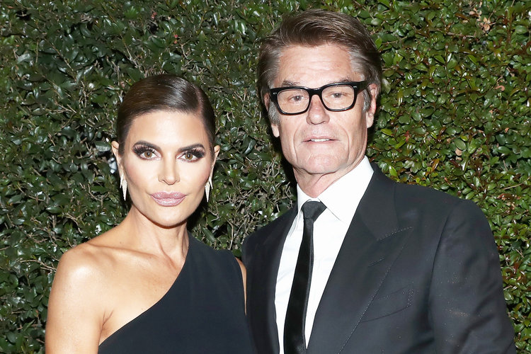 Lisa Rinna Harry Hamlin Toilet