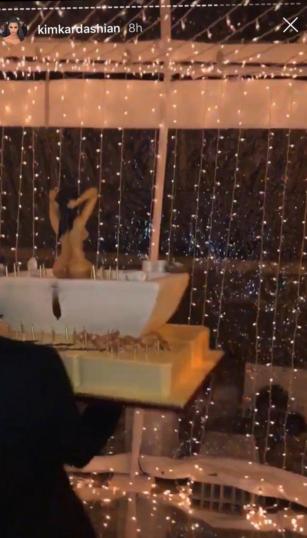 Sensational Kourtney Kardashian 40Th Birthday Party Cake Pics Style Living Funny Birthday Cards Online Fluifree Goldxyz