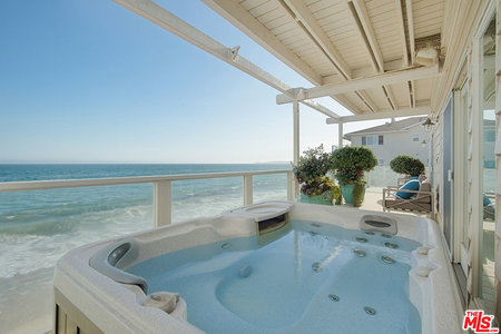 J-Lo and A-Rod's new Malibu jacuzzi