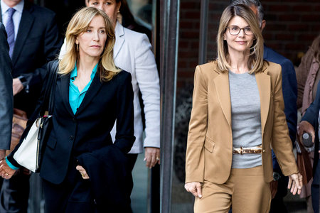 Lori Loughlin, Felicity Huffman Make First Court Appearances Amid College Admissions Scandal