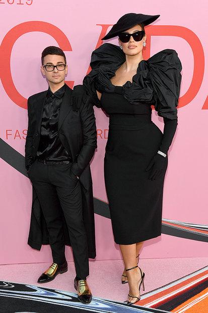 Christian Siriano Designs Ashley Graham S 2019 Cfda Awards