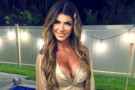 teresa-giudice-beach-waves.jpg