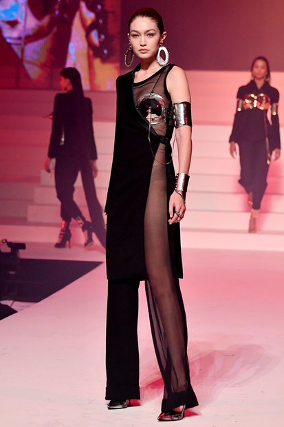 Gigi Hadid Runway Model Body 01