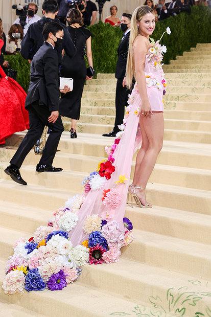 Met Gala 2021 Fashion: Lili Reinhart in Christian Siriano Dress   Style & Living