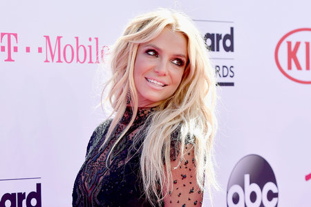 Britney Spears Shows Off SMOKING Hot Body In Mini-Dress