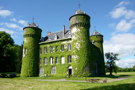 6 Castles Even Your Broke Ass Can Book for Vacation (From $20!)