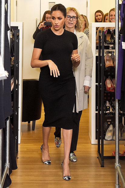 meghan markle wears black hatch maternity t shirt dress style living hatch maternity t shirt dress