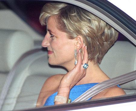 Royal Wedding 2018: Meghan Markle Wears Princess Diana's