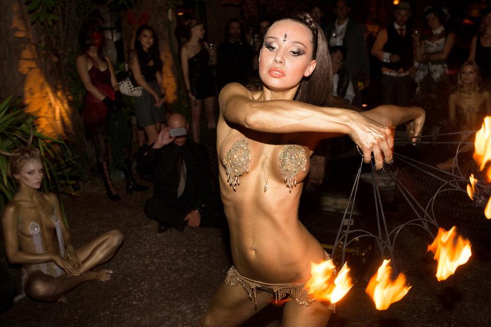 ballan-naked-fire-dancers-bikini