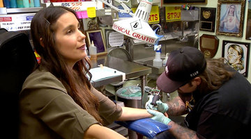 Jaime Gets A Jersey Tattoo!