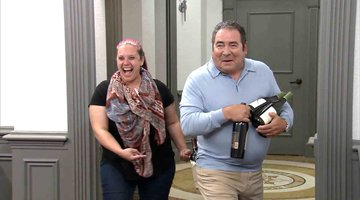 Chef Emeril Lagasse Checks in on the Chefs