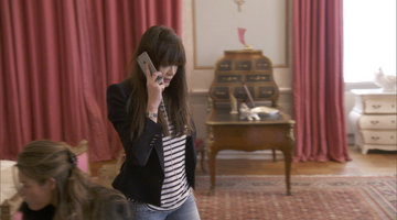 Annabelle Neilson in Tears After a Shocking Phone Call