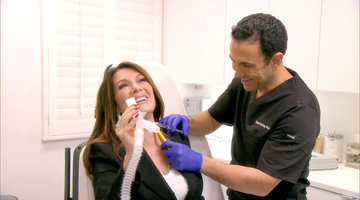 This Is What Lisa Vanderpump Looks Like on Laughing Gas