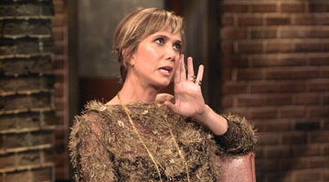 Kristen Wiig Reviews Films as Aunt Linda