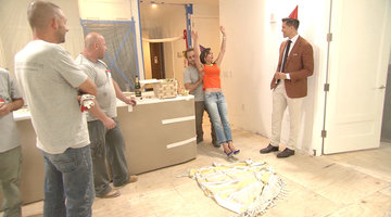 Bethenny Frankel Does Trust Falls with the Construction Crew
