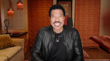 Lionel Richie says Debbie Reynolds Helped the Commodores