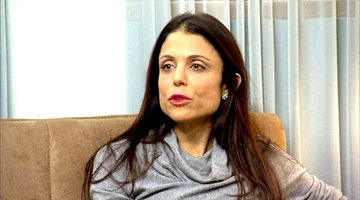 Bethenny Cracks
