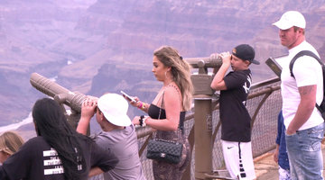 "Kim Zolciak-Biermann: ""Let Me Clip My Wig"" Before It Flies Into the Grand Canyon"