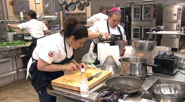Can These Chefs Figure out a Way to Work Together?