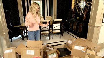 This is How Kim Zolciak-Biermann Gets All her Clothes