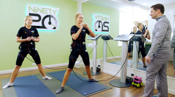 Stephanie Hollman and Kameron Westcott Have an Interesting Way of Working Out