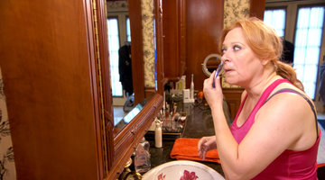 Caroline Manzo Shaves Her Face