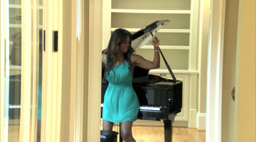 Twerking Kenya Moore Plays Piano with her Booty