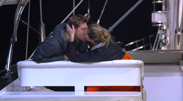 Adam Glick and Jenna MacGillivray Have a Serious Make Out Session!