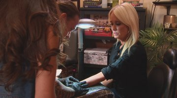 Kim Richards Gets a Tattoo