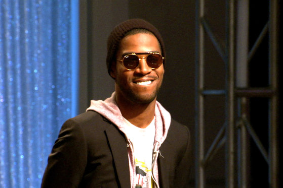 Kid Cudi Raps on his Signature Style