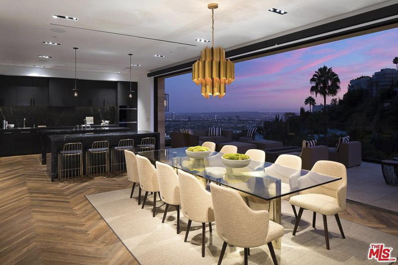 The Home Has Floor To Ceiling Glass Panels Throughout, But Perhaps Nowhere  More Incredible Than In The Kitchen And Dining Room Area.