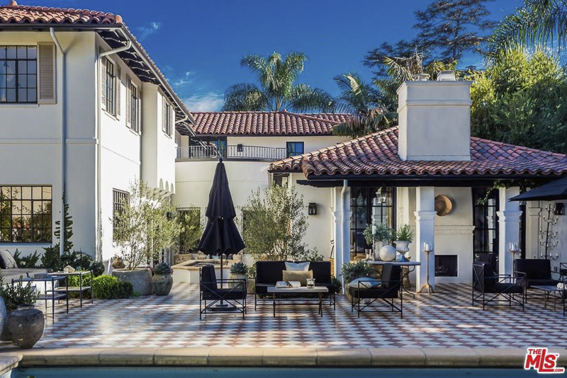 Nate Berkus Lists Los Angeles Home for $13.8M: Photos | Home ... on oprah winfrey house, david bromstad house, ellen degeneres house, lady gaga house, nick cannon house, john derian house, daphne oz house, dr. oz house, kim kardashian house, kelly wearstler house, leigh anne tuohy house, gabourey sidibe house, bette davis house, genevieve gorder house,
