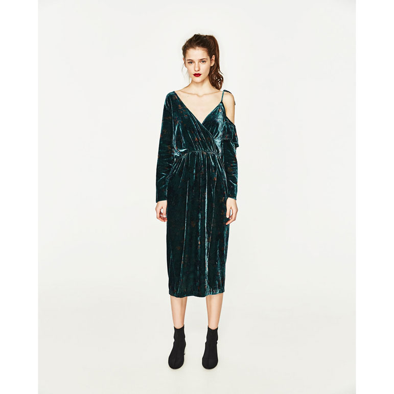 8780824e58c Get this beauty for less than  16—no that is not a typo. You can snag this  emerald wrap dress from Zara for just  15.99. Snag this now and save it for  your ...